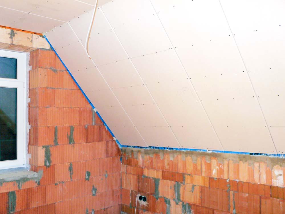 Handwerker für die Dachisolierung