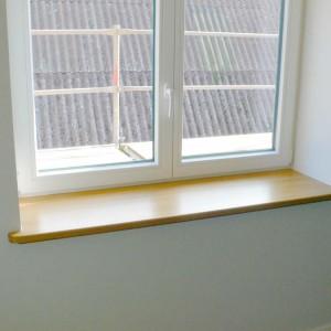 10-Fensterbank-aus-Eiche-lackiert-wegen-der-Blumentoepfe