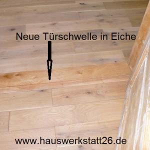 11-Neue-Tuerschwelle-in-Eiche-hergestellt-Raeume-auf-Hoehe-angepasst-Handwerker-Holzfussbodenleger-Vollholz-Eiche-Bremen