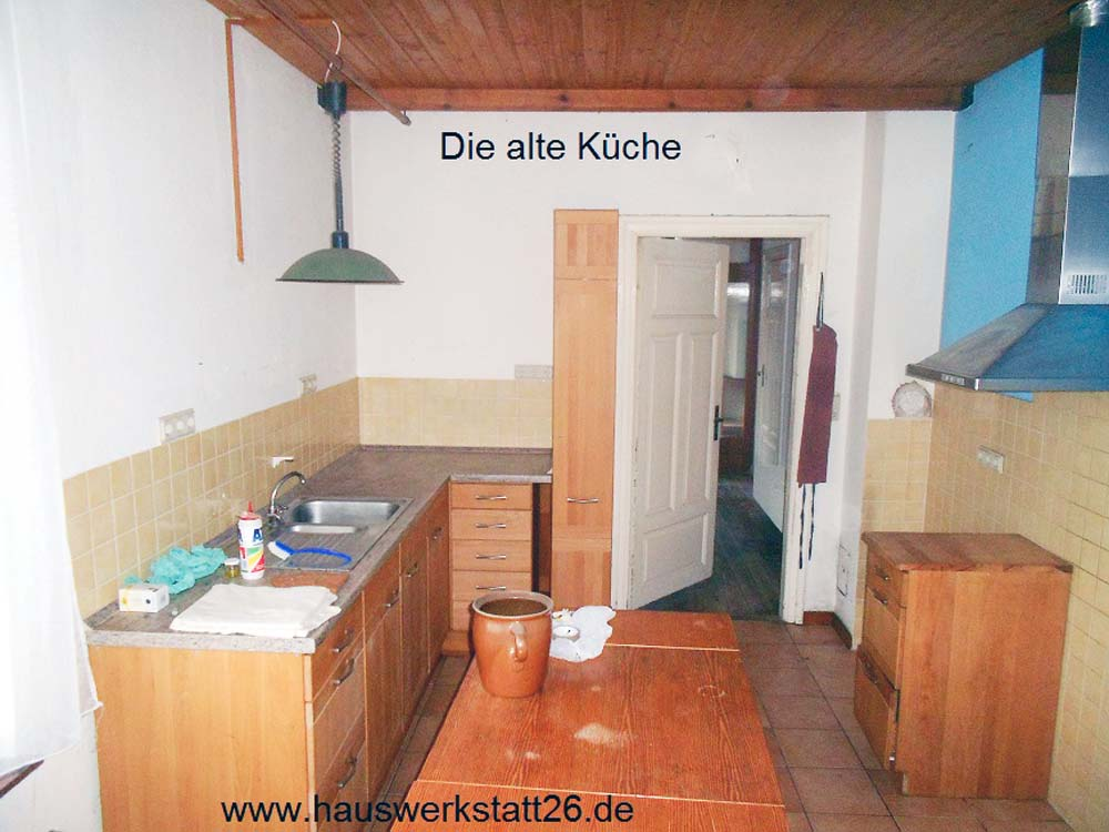 2-Altbau-in-Bremen-Kueche-Wanddurchbruch-herstellen-und-neu-Fliesen-mit-historischen-Fliesen