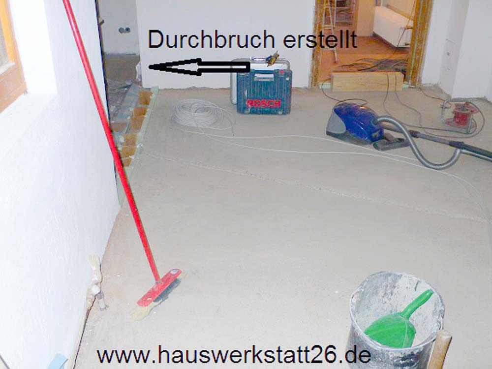 4-getrocknete-Nivelliermasse-von-PCI-grundieren-und-Fliesenlegen-Bremen