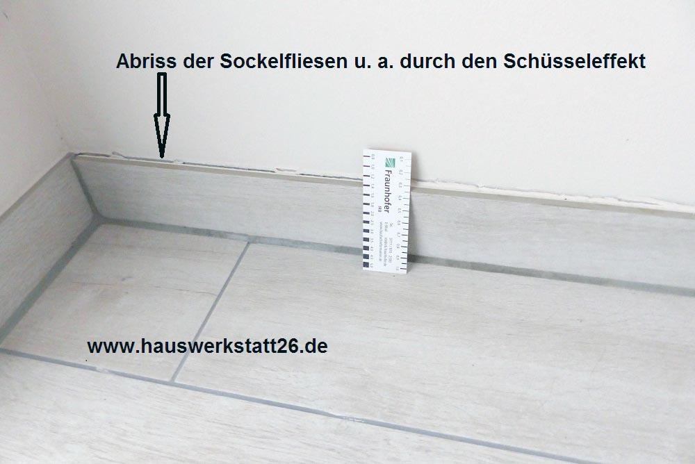 1-Abriss-Sockelfliesen-durch-Schuesseleffekt
