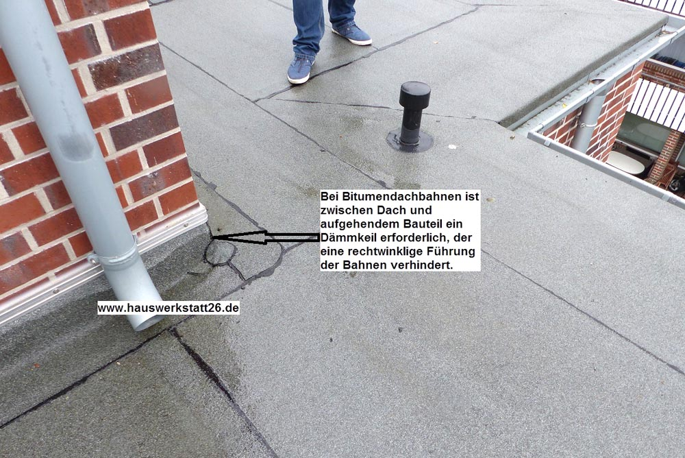 1-Abdichtung-Wanduebergang-entspricht-nicht-Fachregeln-des-Dachdeckerhandwerks
