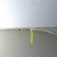 Keine-Trennlage-zwischen-Betondecke-und-Wandputz