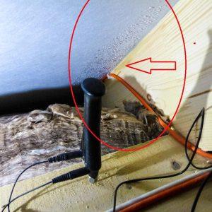 5-Holzfeuchtemessung-erhoehte-Holzfeuchte-am-Sparren-und-in-der-Daemmung