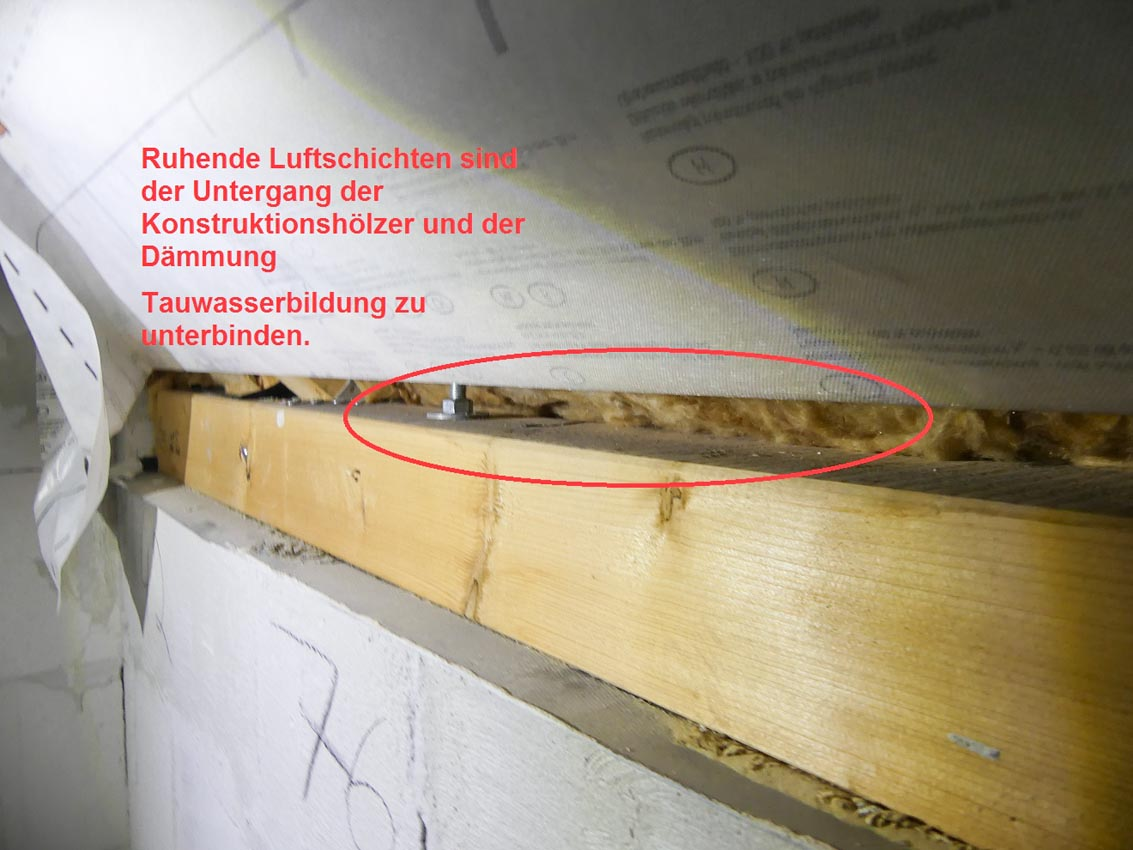 7-Tauwasserausfall-durch-fehlende-Daemmung-Konstruktionshoelzer-KVH